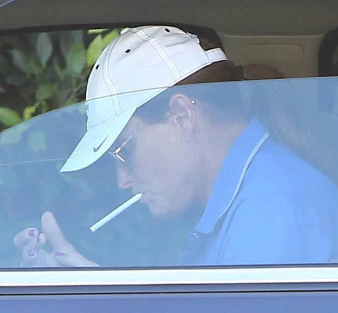 bruce-jenner-fingernails-smoking-cigarette-nail-polish-102914